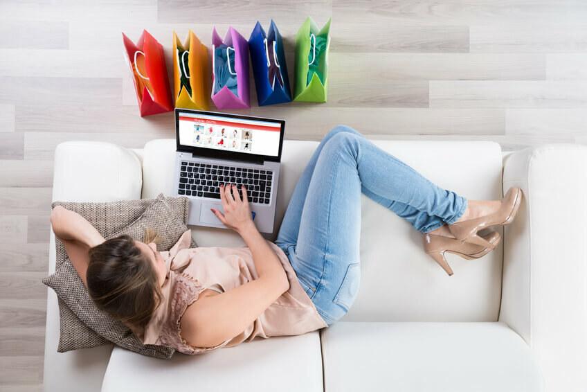 Co skłania klientów do zakupów online?